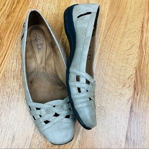 NWOT LIFE STRIDE Slip On Cut Out Flats